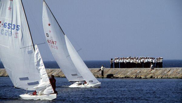 Оркестр встречает яхты после соревнований. Торжественное закрытие парусной регаты. XXII летние Олимпийские игры - Sputnik Latvija