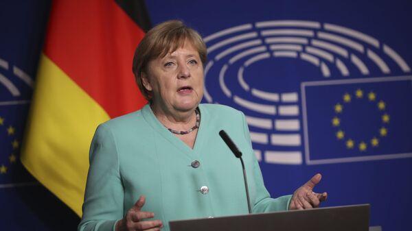 Канцлер Германии Ангела Меркель выступает в Европарламенте в Брюсселе - Sputnik Латвия