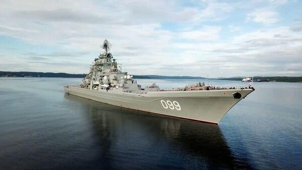 Флагман Петр Великий во главе: корабли Северного флота вышли в поход - Sputnik Латвия