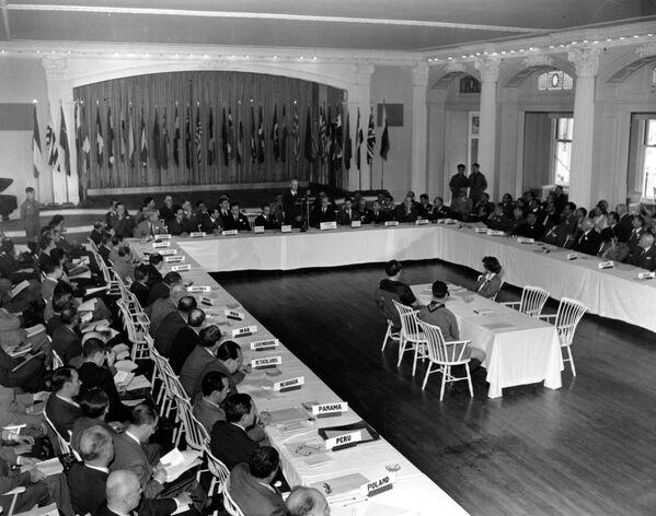Участники Бреттон-Вудской конференции в отеле «Маунт Вашингтон», 1944 год - Sputnik Латвия