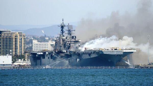 От пожаров до туалетов: что не так с боевыми кораблями США - Sputnik Latvija