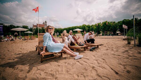 Искусственный пляж на площади Лукишкес в Вильнюсе - Sputnik Латвия