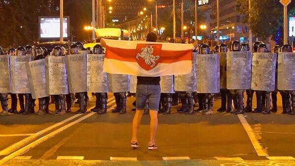 Протесты в Белоруссии: жаркая ночь после выборов  - Sputnik Латвия