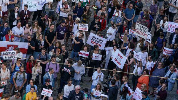 В Риге прошла акция в поддержку протестующих в Беларуси. - Sputnik Latvija