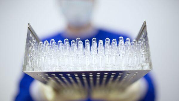 Производство вакцины от COVID-19 на фармацевтическом заводе Биннофарм - Sputnik Латвия