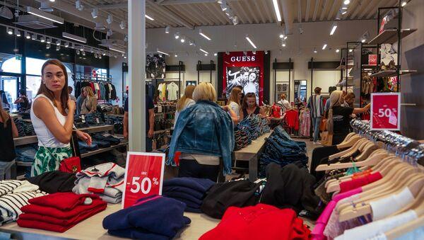 Магазин одежды в Via Jurmala Outlet Village - Sputnik Латвия