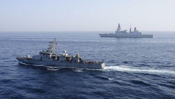 Флот ВМС США сопровождает танкер с грузом СПГ, архивное фото - Sputnik Latvija