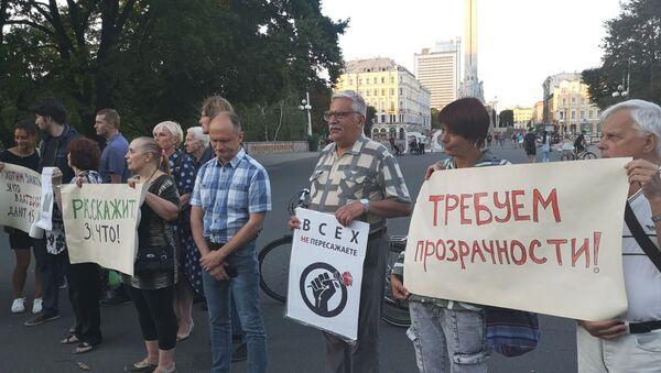Пикет РСЛ в защиту Олега Бурака в Риге - Sputnik Латвия