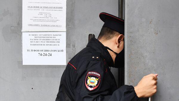 А. Навальный госпитализирован в реанимацию в Омске - Sputnik Латвия