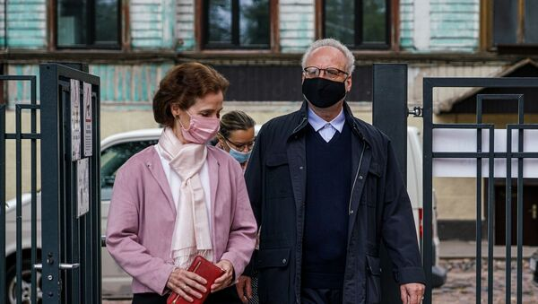 Президент Латвии Эгилс Левитс и первая леди Ивета Вейоне проголосовали на выборах в Рижскую думу - Sputnik Latvija