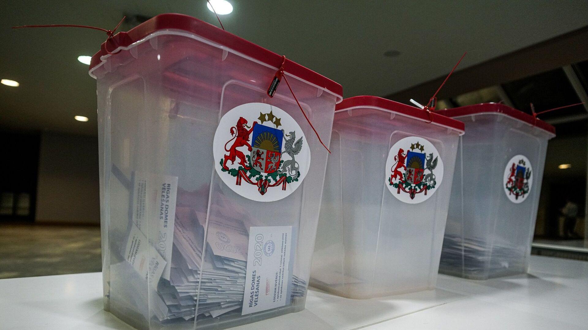 Подсчет голосов на участке №142 в Доме конгрессов - Sputnik Латвия, 1920, 04.06.2021