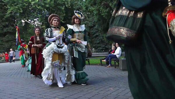 Майский граф: в Риге прошел средневековый фестиваль-карнавал - Sputnik Латвия