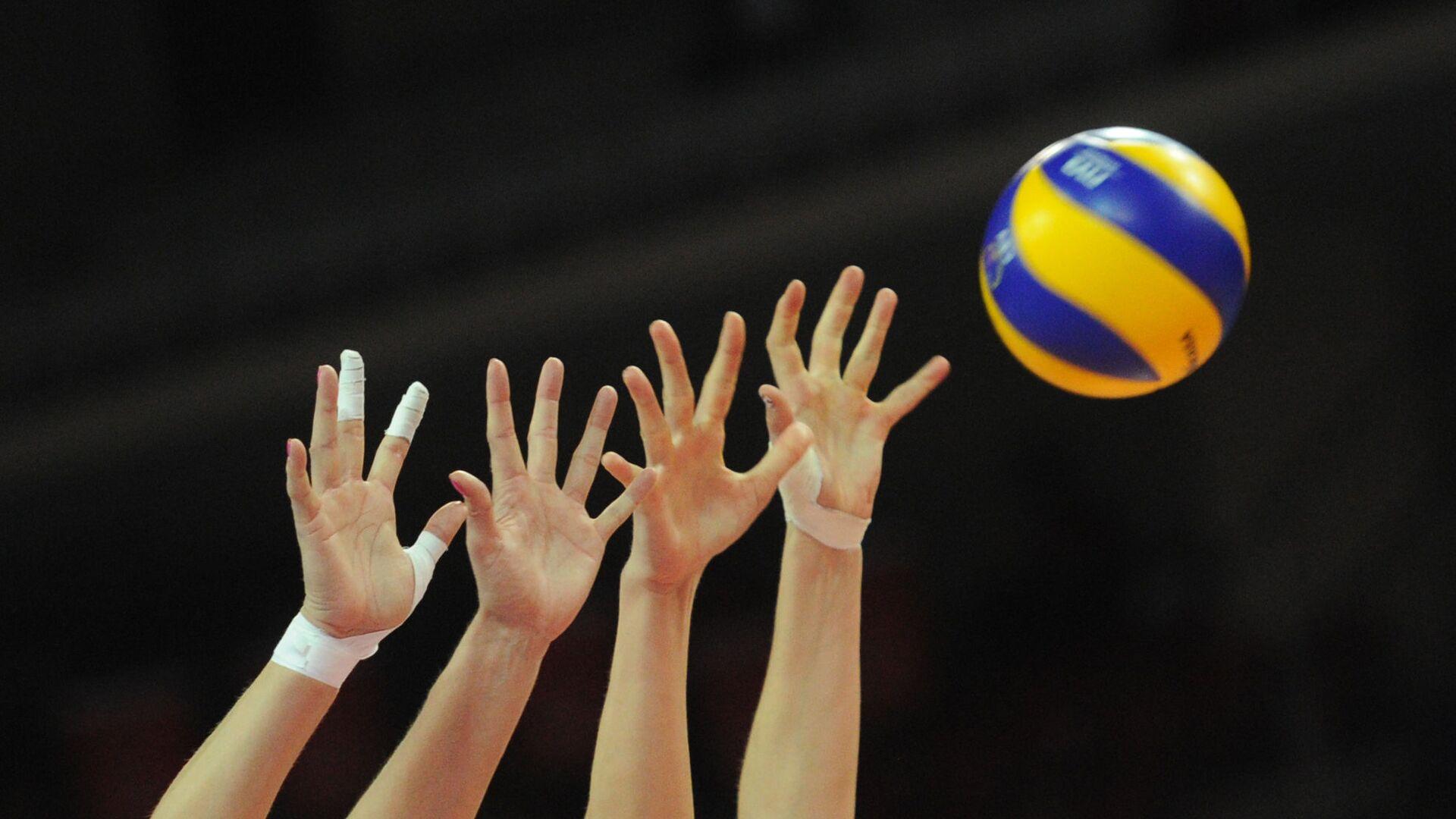 Во время матча группового этапа женского турнира по волейболу - Sputnik Латвия, 1920, 12.09.2021