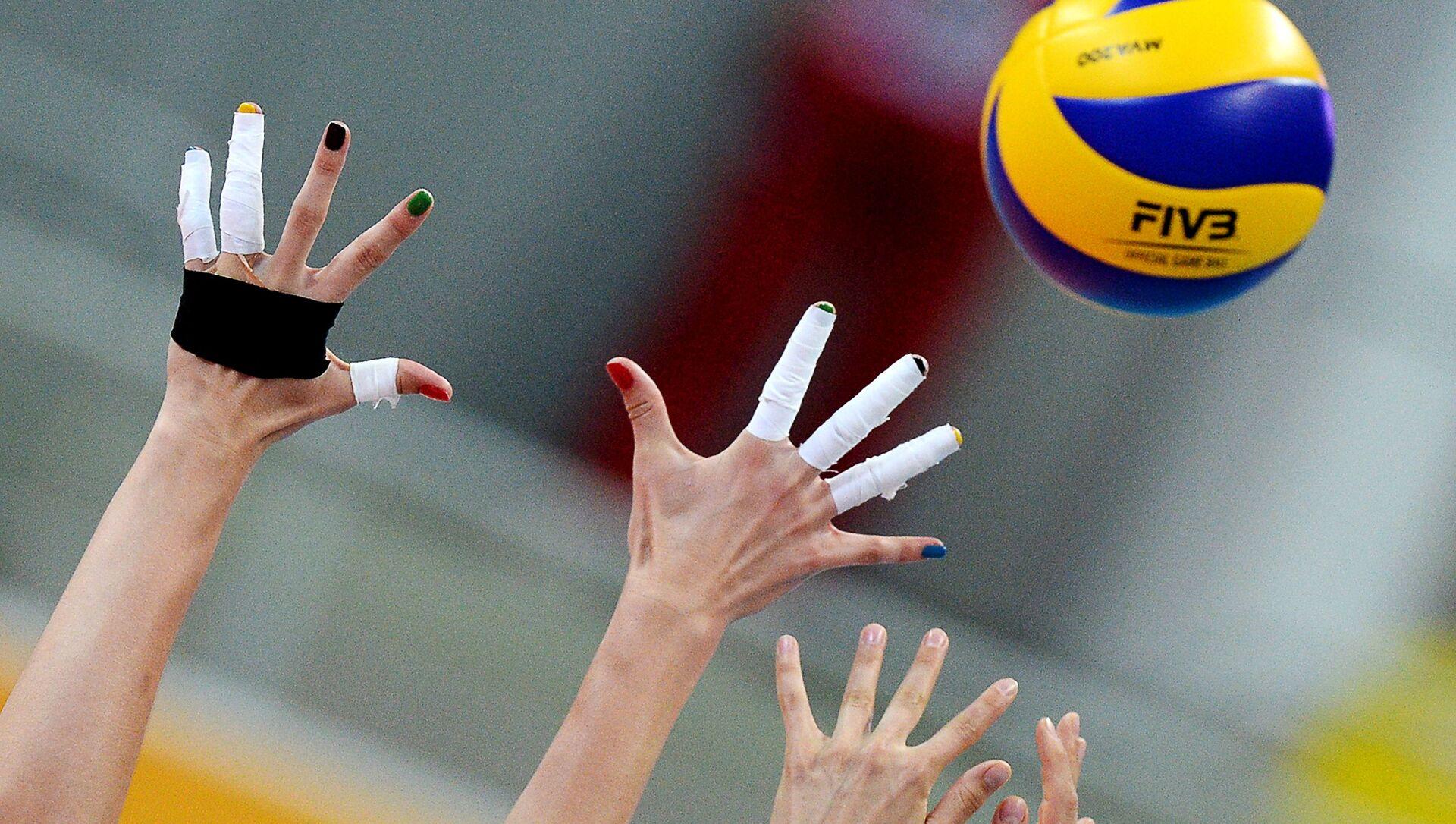 Во время матча предварительного раунда группового этапа женского турнира по волейболу  - Sputnik Латвия, 1920, 19.05.2021