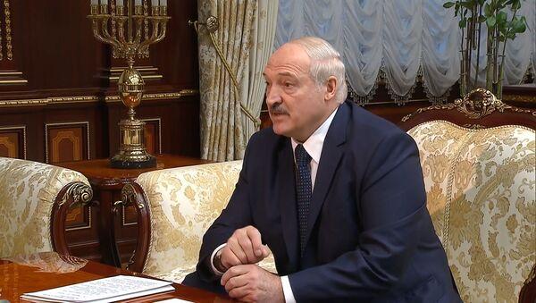 Мы перехватили интересный разговор: Лукашенко заявил о фальсификации отравления Навального - Sputnik Латвия