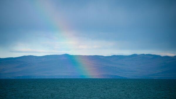 Побережье залива Малое море на озере Байкал в Ольхонском районе Иркутской области - Sputnik Латвия