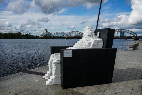 Творческий квартал «Спикери» украсил «Диванный эксперт» скульптора Виестурса Рейниса. В таком типе людей пассивность на выборах удивительным образом уживается с громогласными заявлениями в интернете - Sputnik Латвия