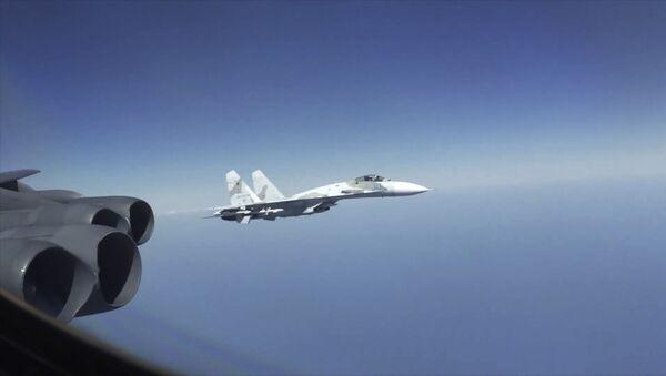 Мешают отрабатывать авиаудары: в США возмутились российскими перехватами - Sputnik Латвия