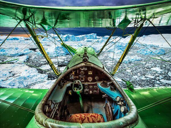 Maskavā darbu sākusi Sašas Genča fotogrāfiju izstāde Vadāmās debesis, kas veltīta Uzvaras Lielajā Tēvijas karā 75. gadadienai  - Sputnik Latvija
