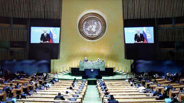 Фрагмент трансляции выступления президента РФ Владимира Путина с видеообращением на 75-й сессии Генассамблеи ООН - Sputnik Latvija