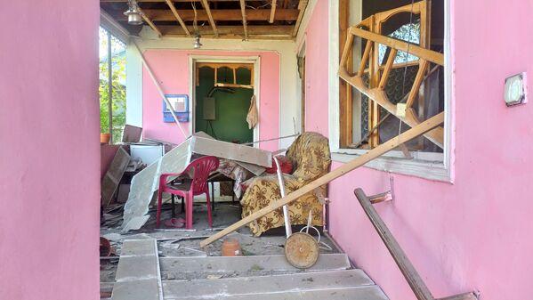 Разрушенный в результате обстрела жилой дом в Тертерском районе Азербайджана - Sputnik Латвия