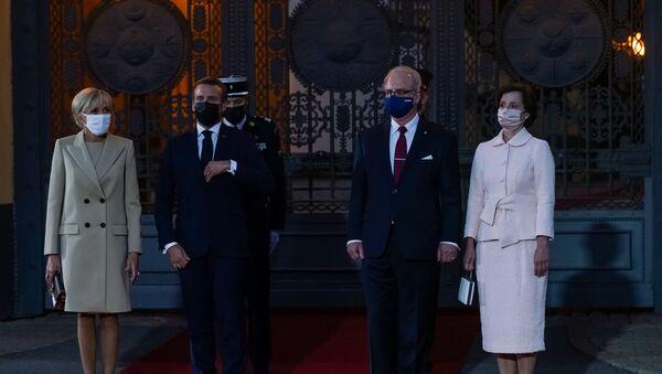 Официальный визит президента Франции Эммануэля Макрона с супругой Брижит Макрон - Sputnik Latvija