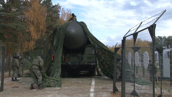 Ярсы на марше: в Сибири начались учения РВСН - Sputnik Латвия