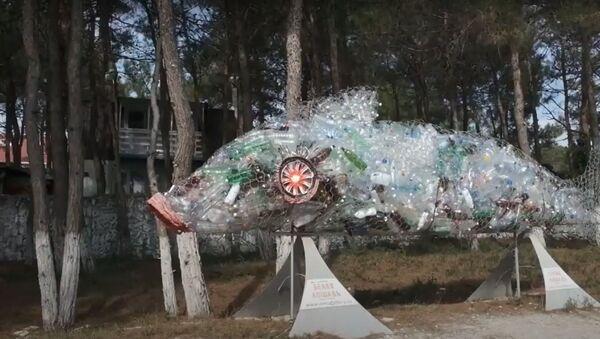 Создать из хлама красоту: во что превратился мусор с морского побережья - Sputnik Латвия