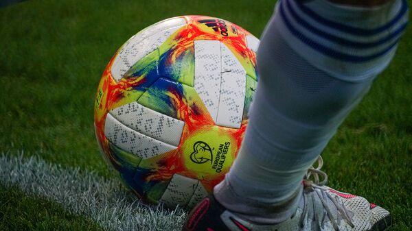 Мяч квалификационного турнира ЧЕ по футболу - Sputnik Латвия