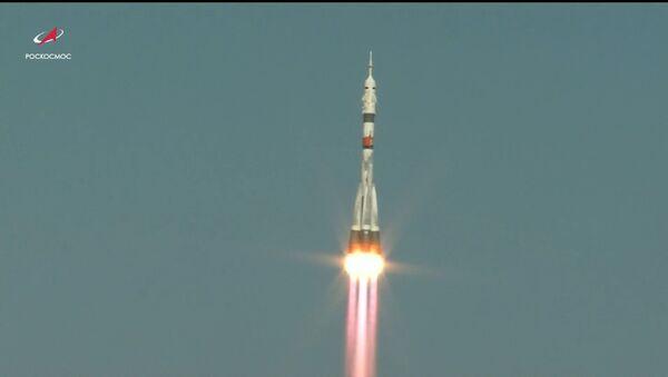 Рекорд скорости: российский Союз доставил экипаж на МКС за 3 часа и 3 минуты - Sputnik Латвия