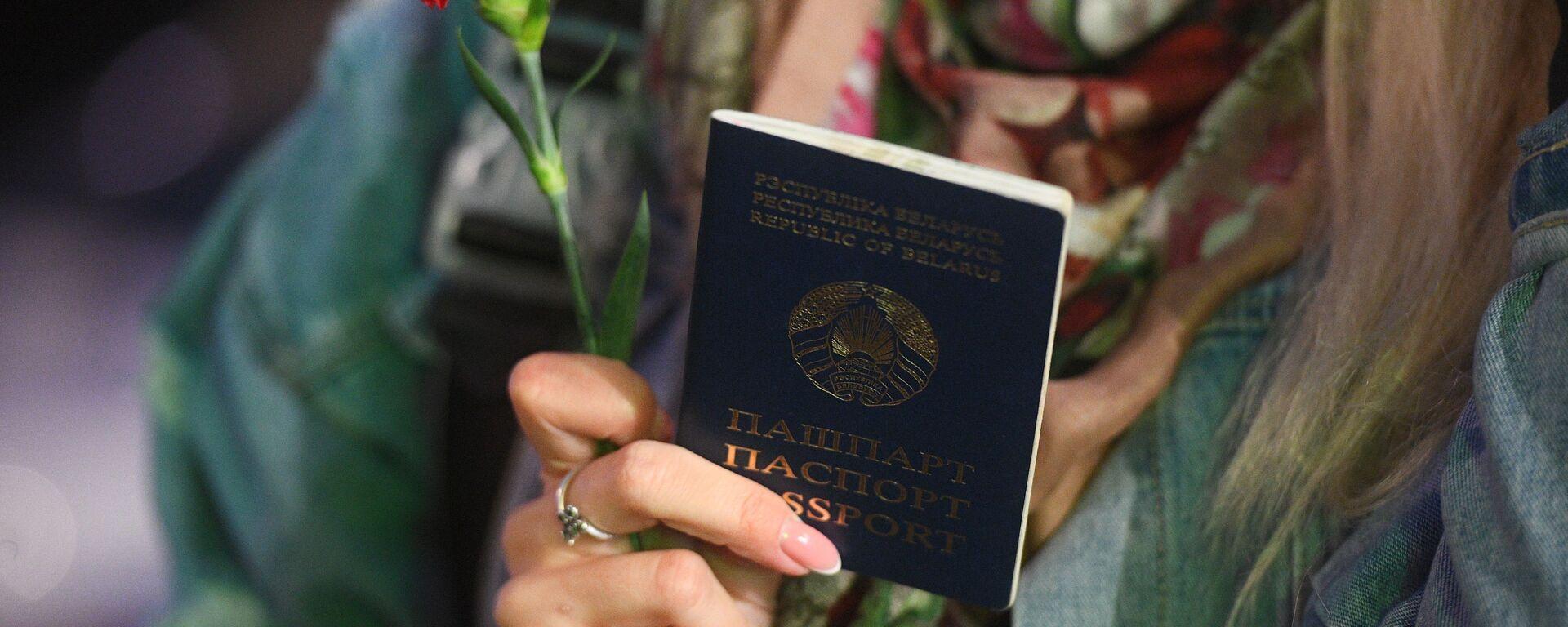 Паспорт гражданина Белоруссии - Sputnik Латвия, 1920, 06.04.2021
