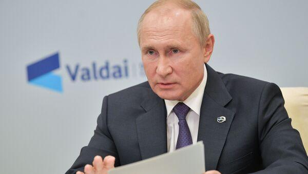 Президент РФ Владимир Путин принимает участие в заседании дискуссионного клуба Валдай - Sputnik Latvija