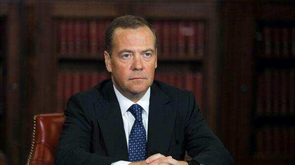Заместитель председателя Совета безопасности РФ Д. Медведев выступил на пленарном заседании форума Открытые инновации - 2020 - Sputnik Latvija