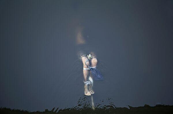 Снимок британского фотографа Линзи Биллинг Похороненная справедливость, занявший первое место среди одиночных работ в номинации Главные новости конкурса имени Андрея Стенина - Sputnik Латвия