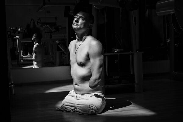 Снимок российского фотографа Павла Волкова, входящий в ставшую лучшей серию Алексей Талай в номинации Спорт конкурса имени Андрея Стенина - Sputnik Латвия