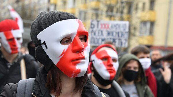 Участники акции протеста оппозиции Народный ультиматум в Минске - Sputnik Latvija