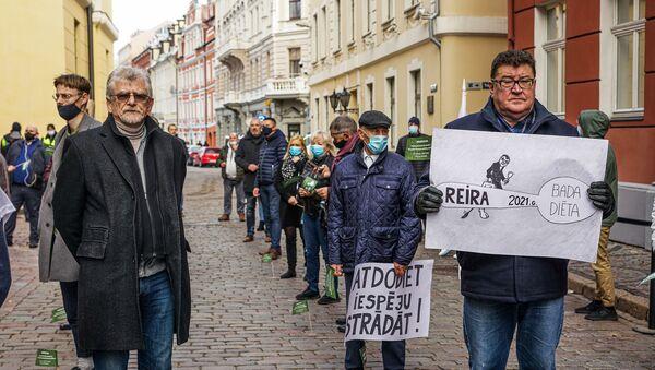 Акция протеста малого бизнеса против повышения налогов Отдай ложку - Sputnik Латвия