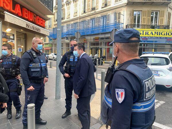 Ситуация возле собора Нотр-Дам в Ницце, где произошло нападение на людей и есть жертвы, Франция - Sputnik Латвия