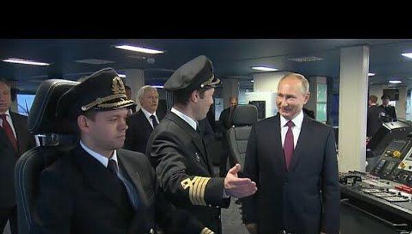 Президент России осмотрел новый неатомный ледокол, признанный самым большим в мире - Sputnik Латвия