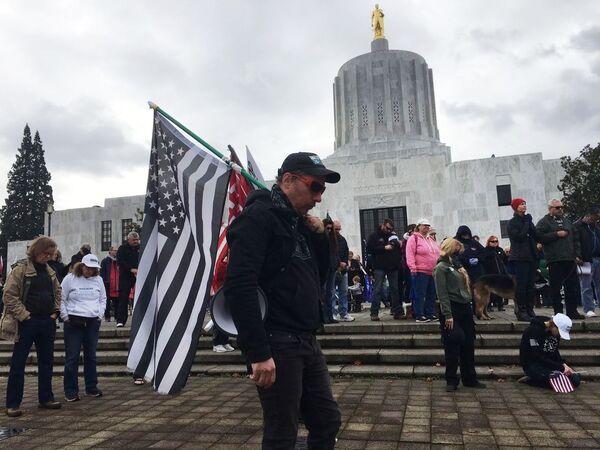 Митинг в поддержку действующего президента США Дональда Трампа в Салеме, столице штата Орегон - Sputnik Латвия