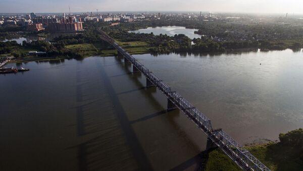 Железнодорожный мост через реку Обь в Новосибирске - часть Транссибирской железнодорожной магистрали - Sputnik Латвия