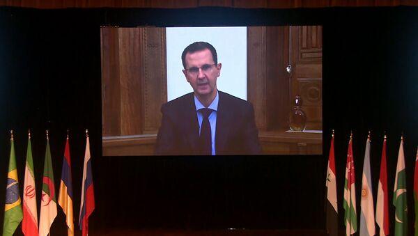 Асад заявил, что США мешают возвращению сирийских беженцев на родину - Sputnik Латвия