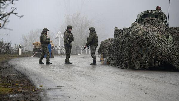 Российские миротворцы на блокпосту в Лачинском коридоре - Sputnik Латвия
