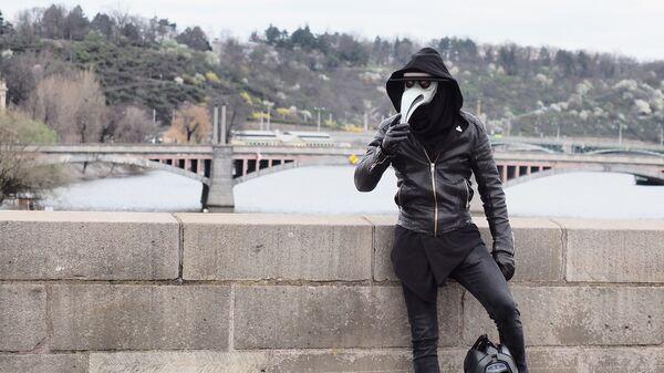 Мужчина в маске - Sputnik Latvija