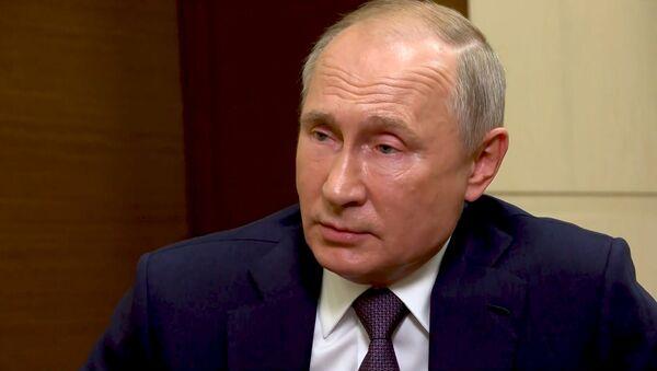 Путин рассказал, почему не поздравил Джо Байдена с победой на выборах - Sputnik Латвия