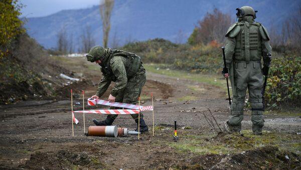 Специалисты противоминного центра Минобороны РФ в Нагорном Карабахе - Sputnik Latvija