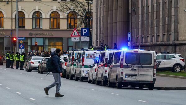 Полицейские автомобили у кабмина - Sputnik Латвия