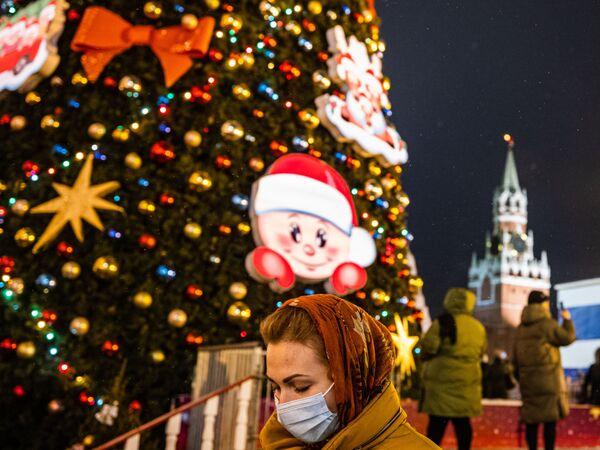 Новогодняя елка на Красной площади в Москве - Sputnik Латвия