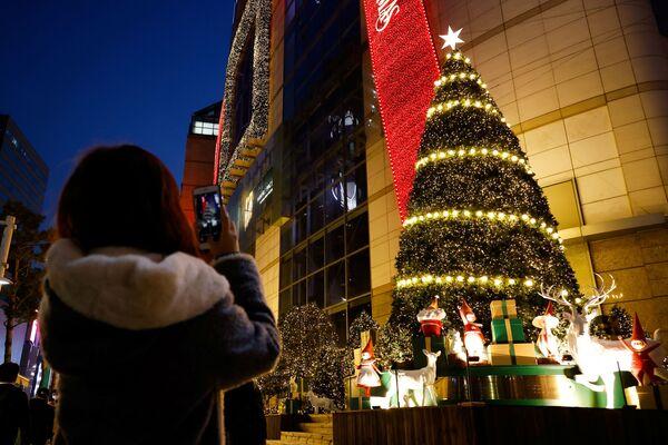 Рождественская ель в Сеуле, Южная Корея - Sputnik Латвия