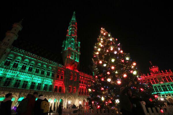 Рождественская елка на Гран-Плас в Брюсселе - Sputnik Латвия